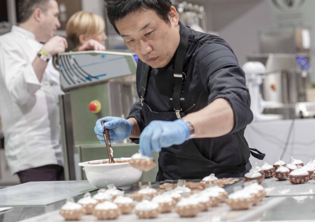 Akihiro Kakimoto creating his Fresh Patisserie of Futropolis